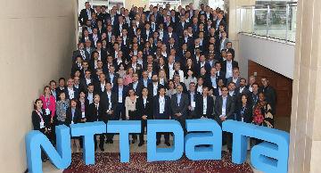 Equipo de NTT DATA en conferencia en Chile