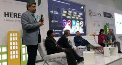 Ejecutivo everis expone sobre Smartcity en panel de Colombia