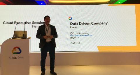 Ejecutivo everis exponiendo en evento de Google
