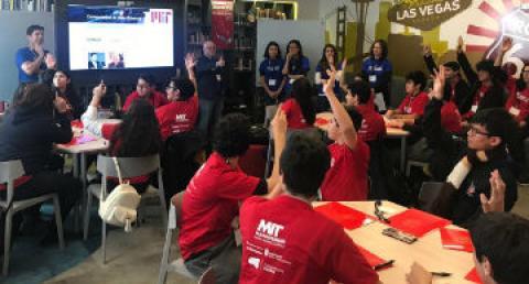 Alumnos de Santiago participan de clases de pensamiento computacional