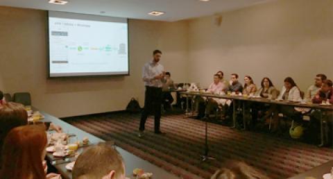 Ejecutivo everis expone en evento sobre Whatsapp Business
