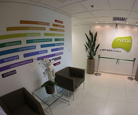 Centro de desenvolvimento de softwares da everis, em Uberlândia, completa...