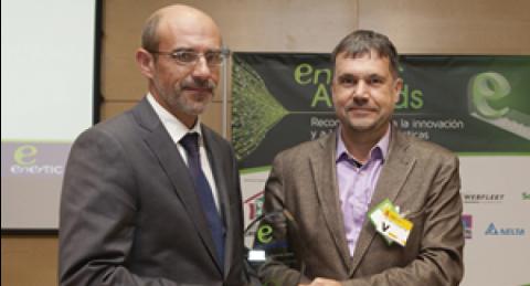 Fernando Monzón, Direttore Tecnico di everis_IoT, riceve il premio enerTIC...