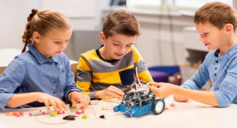 everis convida als més petits a dissenyar el seu vehicle del futur