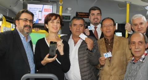 Transantiago podría pagarse con el celular, como ya se hace en Villarrica