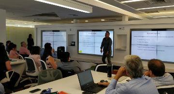 Personas participan de taller de inclusión laboral